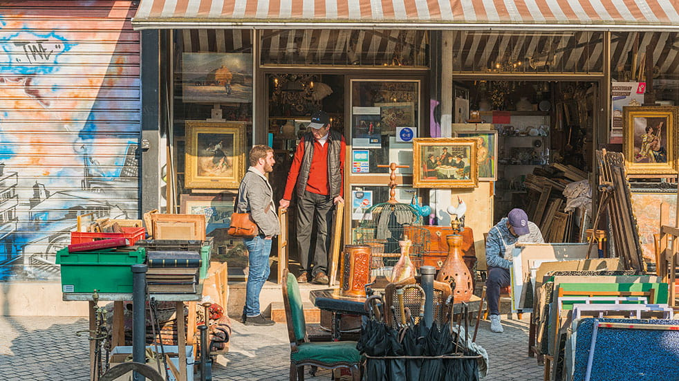 French flea markets - art stall